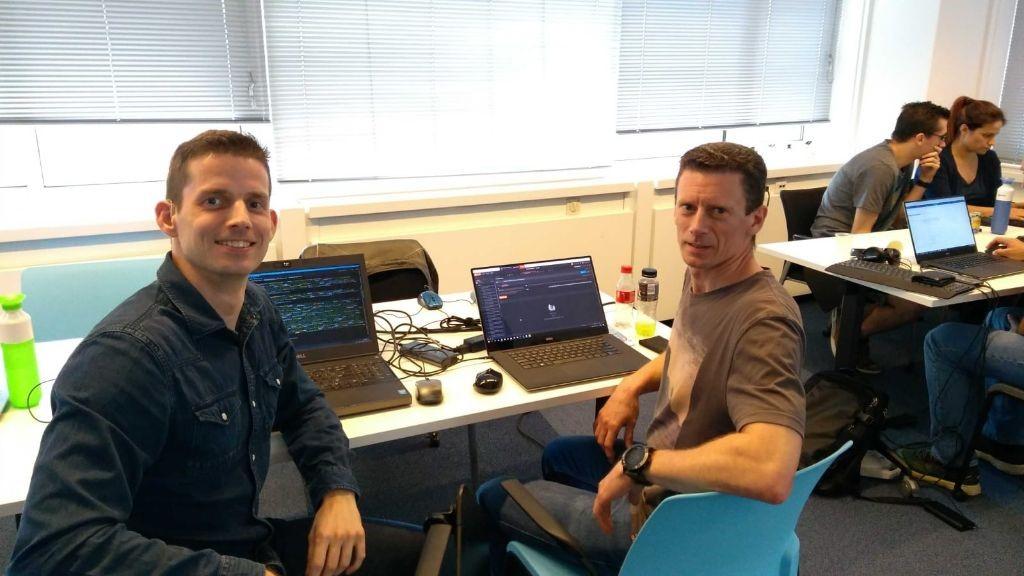 Laurens van der Blom - software architect en Eddy Beckers - software engineer, tijdens de laatste API LAB sessie bij VNG Realisatie.